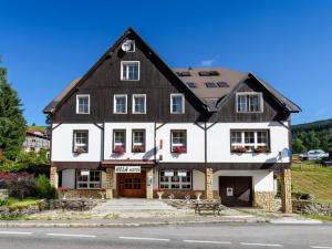 Hotel Hela  - Hotels, Pensionen | hportal.de